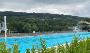 La piscine, infrastructure de la commune, est juste à côté du camping. ((Photo: Paperjam))