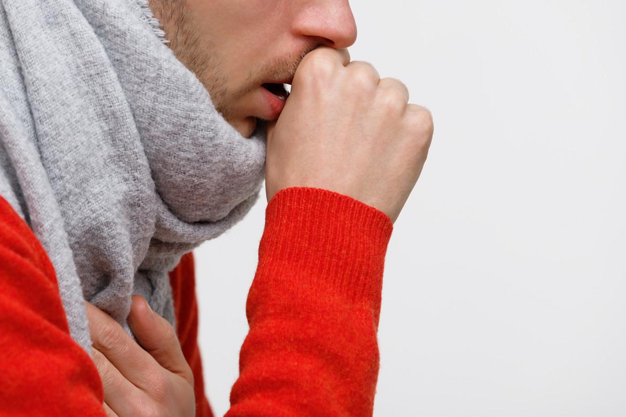 La toux et la congestion nasale font partie des symptômes grippaux. (Photo: Shutterstock)