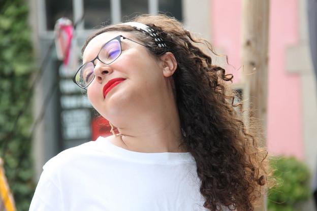 Fatima Rougi sait jouer des influences et des rythmes dans une playlist estivale à la fois festive et langoureuse… (Photo:Mateusz Buraczyk)