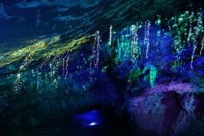 Au cœur de ce voyage sous la terre, les spectateurs assisteront au son et lumière «Origin», joué dans la salle d'Armes à 110mètres sous terre.  ((Photo: Domaine des grottes de Han))