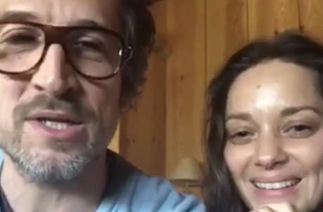 Loin du glamour du cinéma, Marion Cotillard, Guillaume Canet et leurs deux enfants sont arrivés au Cap Ferret sans attendre le déconfinement. Pour dire du bien de Petit Bambou. (Photo: Capture d'écran/Petit Bambou/Linkedin)