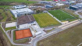 Le centre sportif est positionné à proximité des terrains de tennis et de football. ((Photo: Holweck Bingen Architectes))