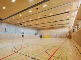 La salle de sport est divisible en trois unités et profite d'une entrée de lumière naturelle. ((Photo: Andrés Lejona/Maison Moderne))
