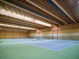 Quatre courts de tennis complètent ce nouvel équipement sportif. ((Photo: Andrés Lejona/Maison Moderne))