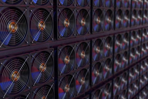 Une ferme à bitcoins, où des ordinateurs en réseau vont opérer des dizaines de milliers de calculs à toute vitesse pour résoudre un problème et empocher une récompense en bitcoins. À 50.000 euros le bitcoin, les vocations se comptent en milliers et consomment l'électricité à tout va. (Photo: Shutterstock)