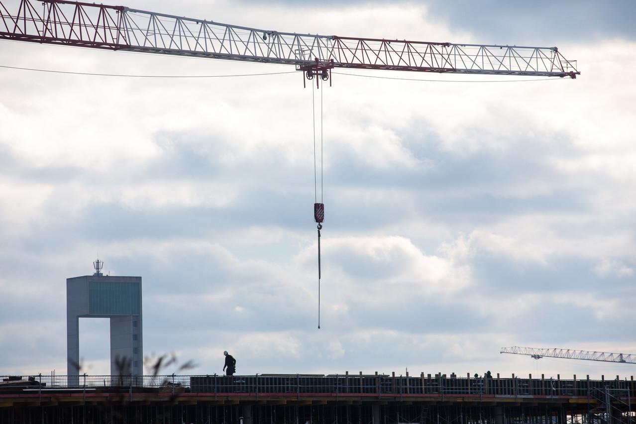 La hausse des prix pour les particuliers dépendra des contrats. Concernant les travaux publics, le ministère devrait répondre aux demandes des entreprises en annulant les pénalités de retard. (Photo: Matic Zorman/Maison Moderne)