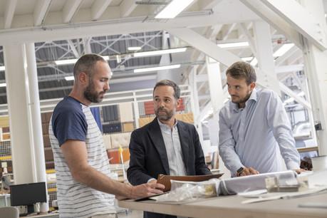 Christophe Beltrando (au centre), managing director d'Hermès Sur-Mesure. (Photo: Eric Chenal)