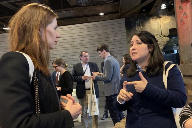 Le téléphone de Hinde Boulbayem n'arrête pas de sonner. La CEO de Sumy (à droite, en compagnie de la conseillère de la ministre BérangèreBeffort) a une start-up de logistique à impact environnemental positif. Le coronavirus est une opportunité. (Photo: Shutterstock)