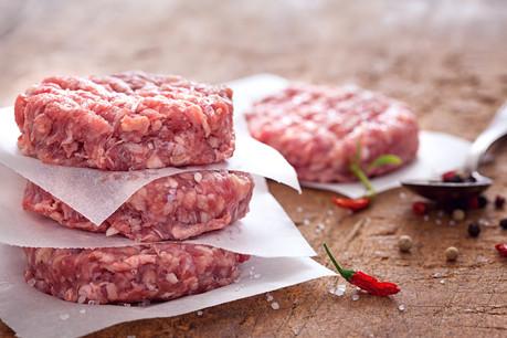 Au moins une partie des steaks hachés vendus à quatre ONG françaises n'était pas conforme au cahier des charges. Derrière un des fournisseurs, une holding luxembourgeoise. (Photo: Shutterstock)