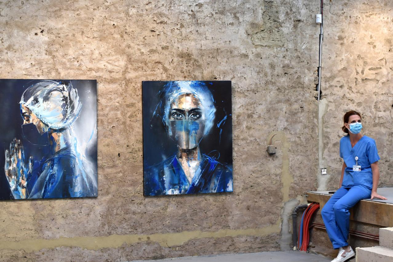 L'artiste a voulu rendre hommage à ses collègues soignants, éprouvés par la crise du Covid-19. (Photo: Gilliane Warzée)