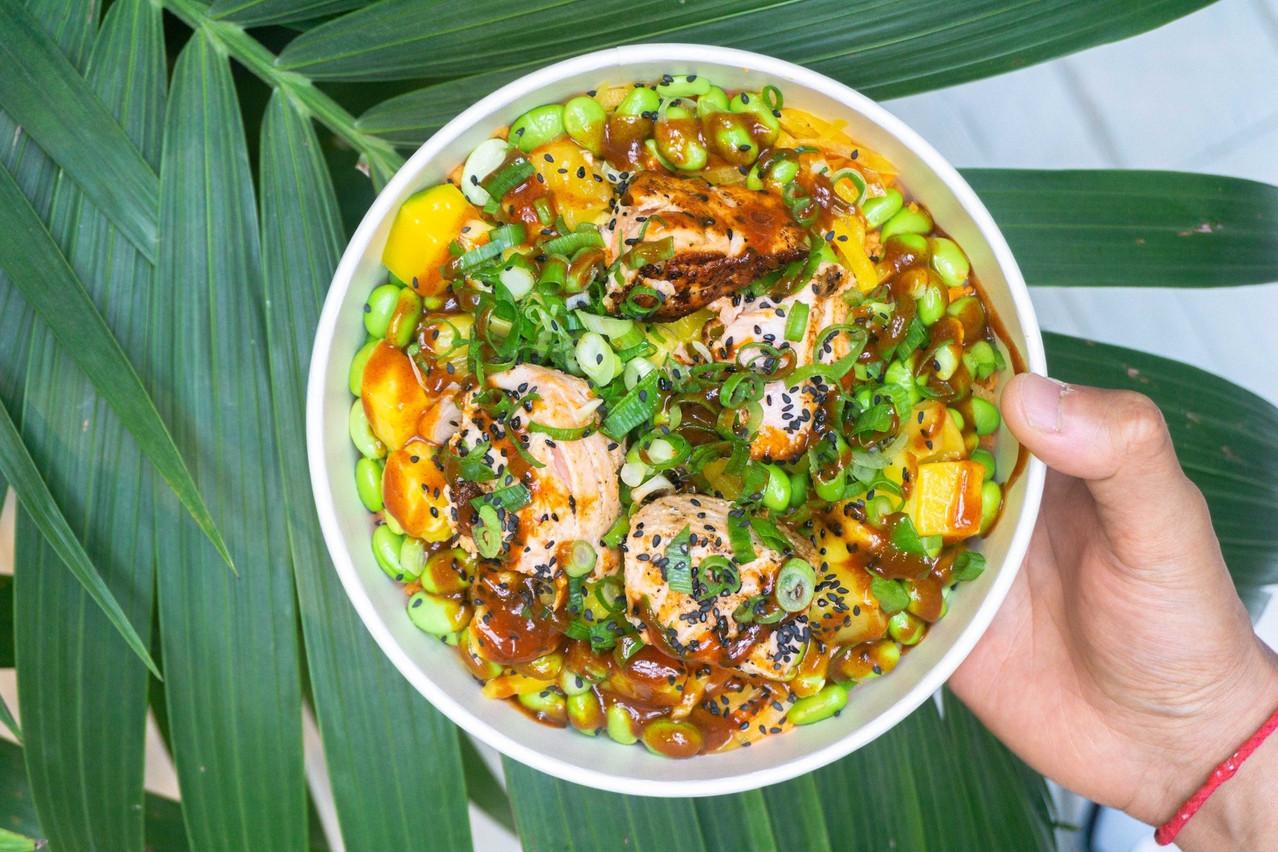 Des recettes originales, du poisson frais mariné ou grillé, des sauces canailles: voilà le secret des poke bowls de Honoloa! (Photo: Honoloa)