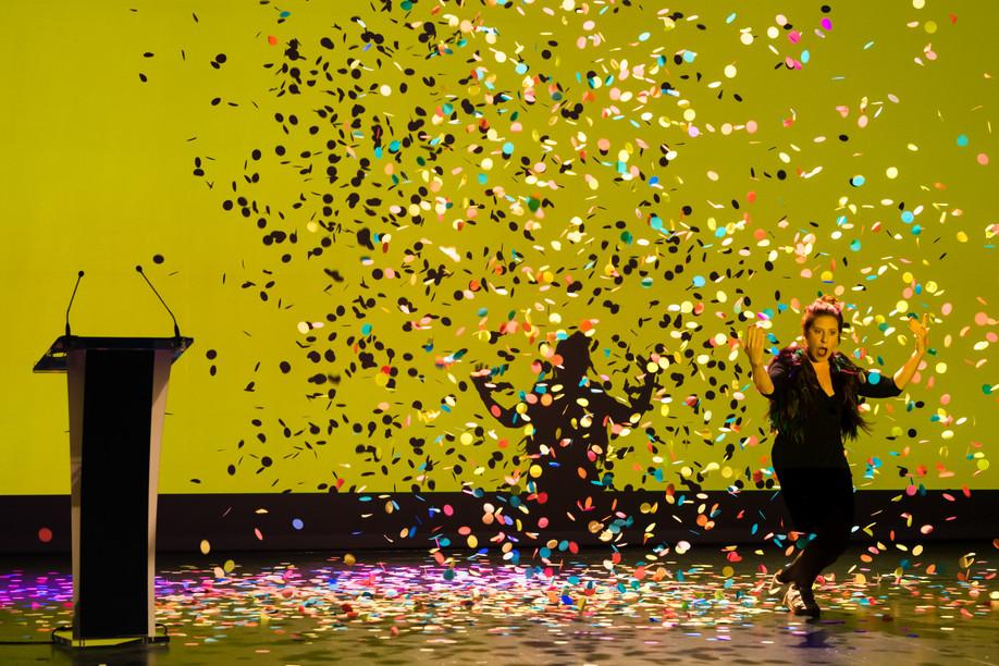 Bety Dentzer presented the Lëtzebuerger Theaterpräisser and Lëtzebuerge Danzpräis awards with real panache. (Photo: Nader Ghavami/Maison Moderne)
