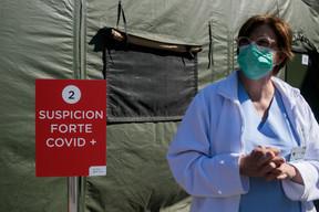 La directrice des soins, Monique Birkel, assure que les soignants ont pris la mesure de la crise et avancent de manière solidaire pour aider la population. «La mobilisation est générale», dit-elle. ((Photo: Matic Zorman))