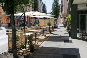 Pour éviter les rassemblements dans l'espace public sans respect des gestes barrières, l'Horesca veut pouvoir rouvrir ses terrasses. (Photo: Romain Gamba / Maison Moderne)
