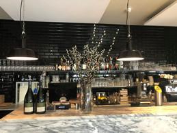 En proposant la nuit à 100 euros, le couple espère que les clients dépenseront leur argent au bar ou au restaurant. ((Photo: Paperjam.lu))