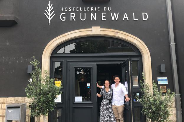 Aline Bourscheid, 31 ans, et Clovis Degrave, 30 ans, comptent sur les bons de 50 euros et la restauration pour sauver les meubles dans leur établissement quatre étoiles. (Photo: Paperjam)