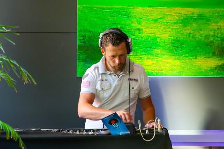 DJ Nick B est en charge de l'ambiance musicale pour la première salve d'afterworks du jeudi au Piano Bar de l'hôtel Le Royal… (Photo: Hôtel Le Royal)