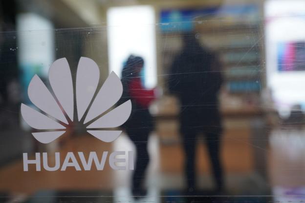 Les opérateurs américains seront privés de subventions de l'État s'ils achètent du matériel chez Huawei ou ZTE. Une campagne qui pourrait faire perdre son rang de numéro1 mondial des smartphones à Huawei. (Photo: Shutterstock)