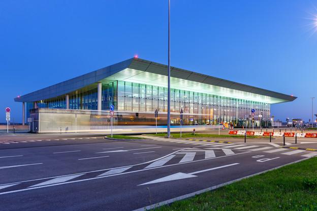 Parmi les pétitions, l'une d'elles appelle à la création d'une ligne rapide de bus entre la gare de Luxembourg-ville et l'aéroport du Findel. (Photo: Shutterstock)