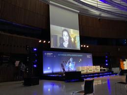 Liv Boeree, astrophysicienne et joueuse de poker, la première à avoir choisi de donner sa conférence depuis chez elle. ((Photo: Paperjam))