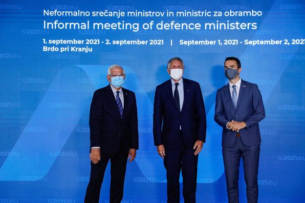 Josep Borrell i Fontelles, haut représentant de l'Union pour les affaires étrangères et la politique de sécurité, et François Bausch, ministre de la Défense, ainsi que Matej Tonin, ministre de la Défense de Slovénie, ont pu échangé sur la question d'une Europe de la défense. (Photo: Primoz Predalic/SIP)
