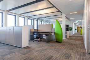 Les bureaux sont aménagés en open space, mais avec une excellente qualité acoustique. ((Photo: Belvedere Architecture))