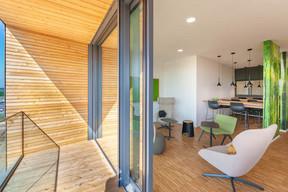 À différents endroits du bâtiment, on trouve des terrasses pour profiter des extérieurs. ((Photo: Belvedere Architecture))