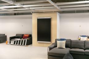 Dans le nouveau concept du magasin attendu l'été prochain, l'accent sera porté sur le phygital, avec la présence de vastes écrans pour compléter l'information des clients. ((Photo: Romain Gamba/Maison Moderne))