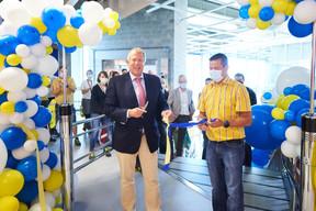 Le bourgmestre d'Arlon, Vincent Magnus, a assisté à l'inauguration aux côtés du directeur Christopher Burman. ((Photo: Ikea))