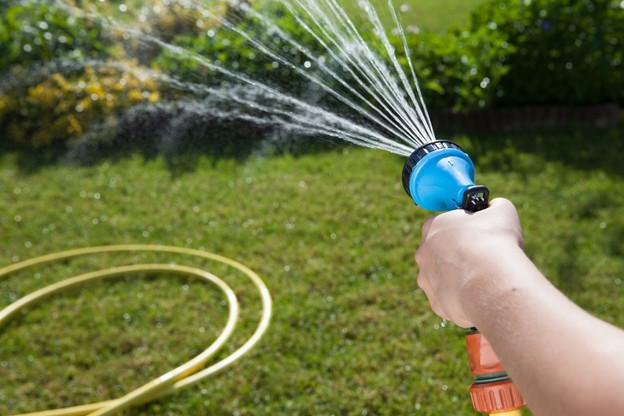 Arroser son jardin: l'administration le déconseille pour le moment. (Photo: Shutterstock)