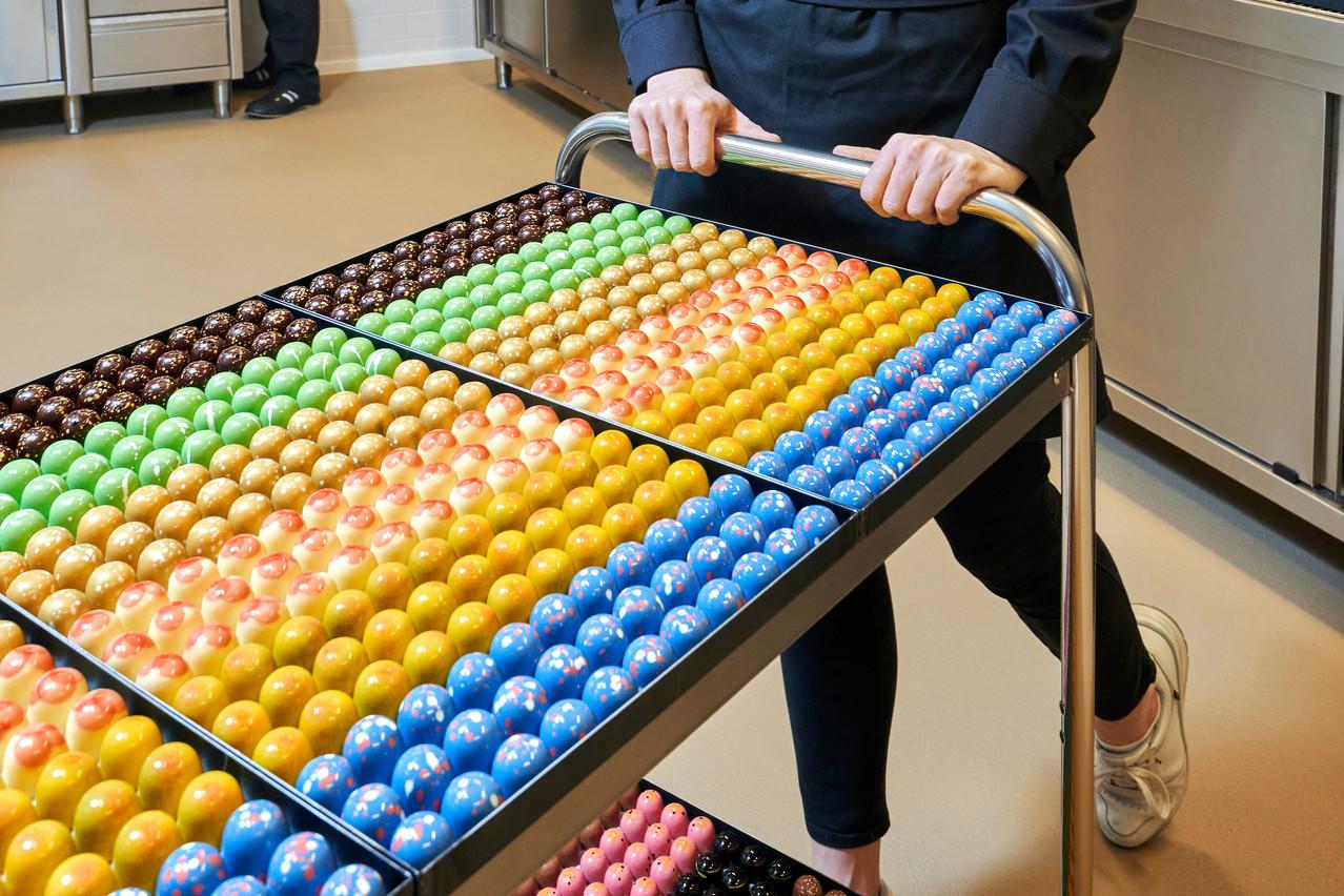 Lola Valerius: «La couleur, c'est important pour les yeux. Le packaging aussi. Je ne comprends pas pourquoi certains s'évertuent à créer de jolies choses pour ensuite les entasser les unes sur les autres dans un ballotin. Cela me dépasse un peu…» Andrés Lejona/Maison Moderne