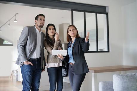 La décision d'achat d'un bien immobilier est sans doute plus facile avec l'aide d'un expert. (Photo: Shutterstock)