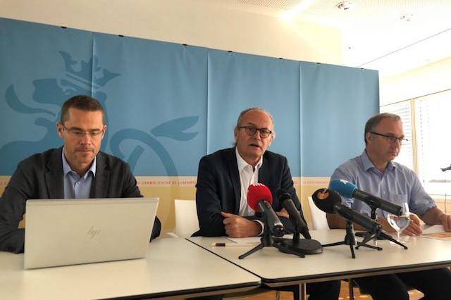 Georges Reding, directeur des Énergies renouvelables, Claude Turmes, ministre de l'Énergie, et Gilbert Théato, directeur de Myenergy. (Photo: MEA)