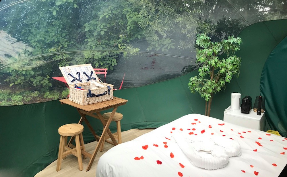 The romantic formula, including rose petals.  (Photo: Bubbleplace)