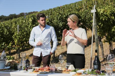 À l'occasion d'une visite et d'une dégustation dans les vignes, Isabelle et Georges Gales ont partagé avec Paperjam Foodzilla l'histoire de leur domaine et leurs impressions sur le cru à venir… (Photo: Romain Gamba/Maison Moderne)