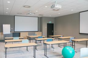 La salle de conférence peut accueillir jusqu'à 80 personnes. ((Photo: Matic Zorman / Maison Moderne))