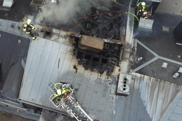 Le toit du bâtiment a été touché et devra être intégralement refait. (Photo: CGDIS / Archives)
