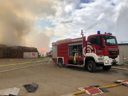 70 pompiers sont intervenus sur le site de l'usine de Kronospan à Sanem. ((Photo: CGDIS / Facebook))