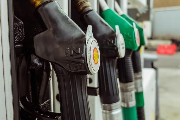 Après que le baril de pétrole a perdu 14% de sa valeur en 2020, il est reparti à la hausse. Depuis le début de l'année, dit l'ULC, les prix à la pompe ont déjà augmenté à neuf reprises. (Photo: Shutterstock)