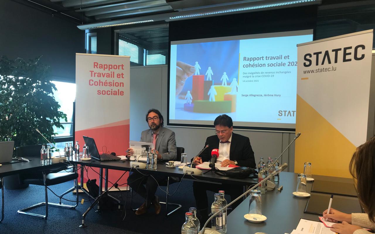 JérômeHury, chef de la division des statistiques sociales au Statec, et son directeur, SergeAllegrezza, ont présenté ce jeudi 14 octobre lesrésultats préliminaires du «Rapport travail et cohésion sociale 2021». (Photo: Paperjam)