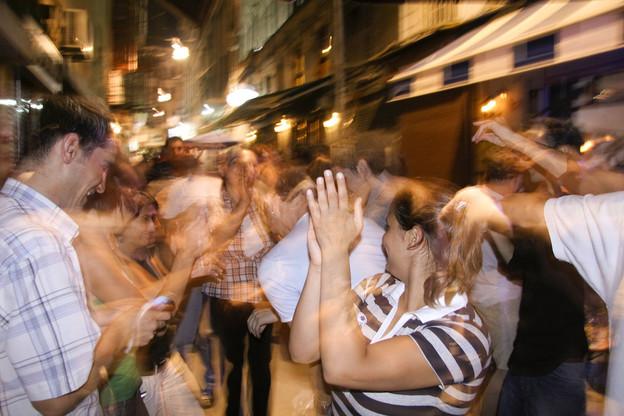 Les réunions dans la sphère privée – réunions de famille, fêtes dans les bars – sont, pour la plupart, à l'origine des nouvelles infections recensées le week-end dernier. (Photo: Shutterstock)