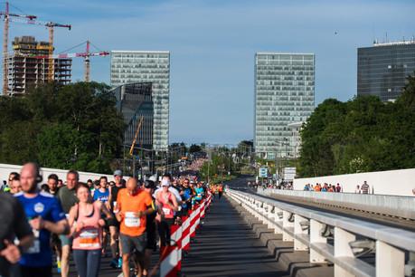16.000 sportifs ont foulé le bitume ce samedi 1 er  juin à l'occasion de l'ING Night Marathon. Beaucoup représentaient la firme pour laquelle ils travaillent. (Photo: Nader Ghavami)