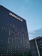 La façade est réalisée en Alu-Dibond perforé et rétroéclairé. ((Photo: Jim Clemes Associates))