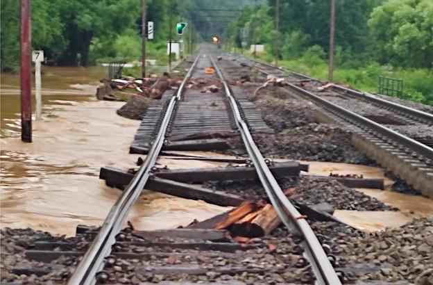 En Belgique, d'importants dégâts ont mis le réseau ferroviaire en grande difficulté. (Photo: Infrabel)