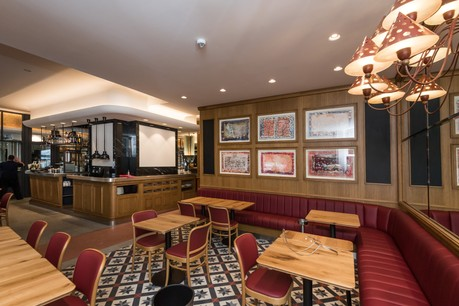 À moins d'une chute de la moyenne des infections, les restaurants devraient se retrouver vides dès la fin de la semaine prochaine. (Photo: Nader Ghavami / Maison Moderne)