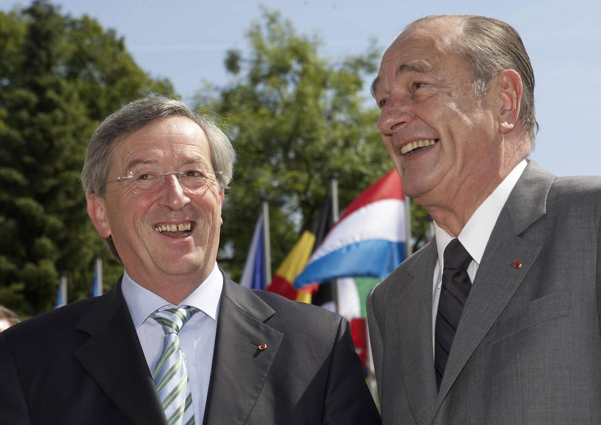 Jean-Claude Juncker et Jacques Chirac au Luxembourg au moment de la présidence luxembourgeoise du Conseil de l'Union européenne, en 2005. Entre l'ancien Premier ministre luxembourgeois et le président de la République française, une amitié sincère s'était tissée. (Photo: Tom Wagner)
