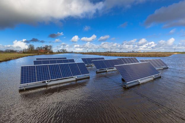 Les partenaires du consortium se revendiquent comme étant les premiers en Belgique à explorer cette technologie d'énergie photovoltaïque offshore.  (Photo: Shutterstock)