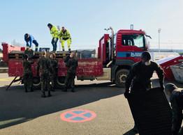 Les équipes lors du montage du centre de soins avancés à la Rockhal, aux côtés de l'Armée. (Bonaria Frères)