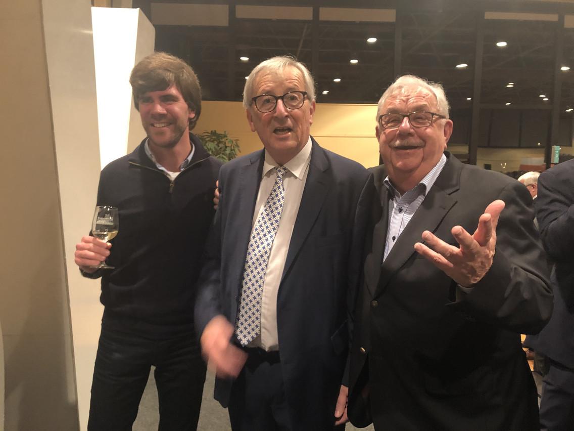 Jean-Claude Juncker a été très sollicité tout au long de la soirée. (Photo: Paperjam)