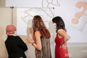 Soad  Bennaceur (Artemis Information Management) à gauche et Virginie De Carolis (Sophrologue) à droite ((Photo: Jan Hanrion/Maison Moderne))